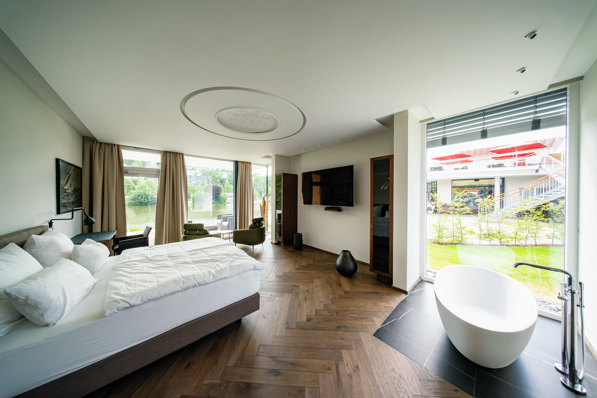 MotelplusHotel BiggeSeefront DeJuniorSuiteluxe Zimmer
