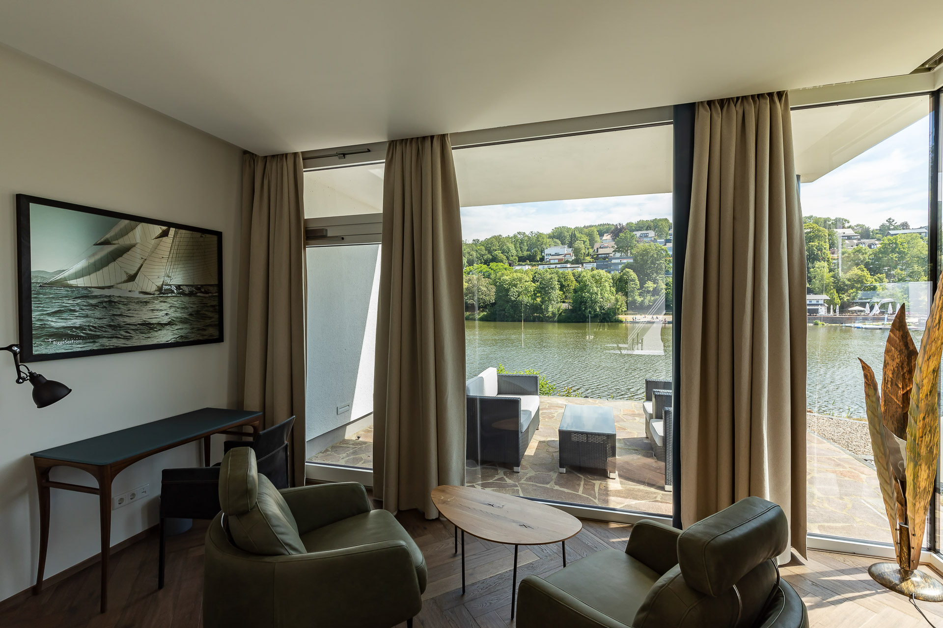 MotelplusHotel BiggeSeefront DeluJuniorSuitexe Zimmer